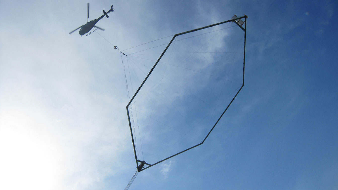 Helicopter carries a Skytem hexagonal frame