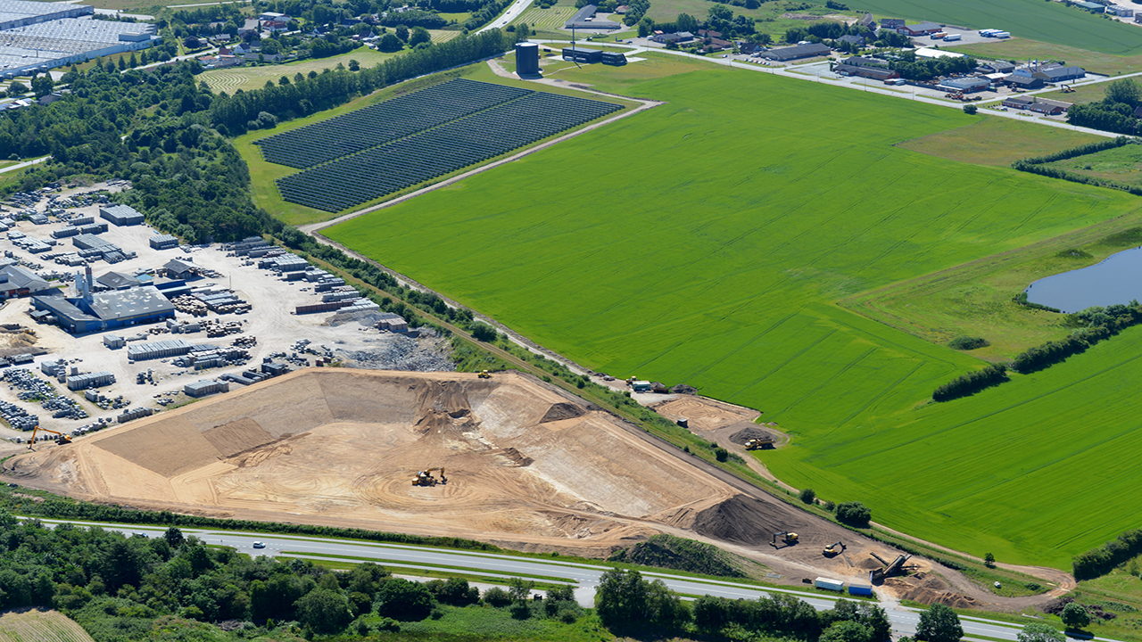 Solar heating plant and pit storage in Vojens, Denmark