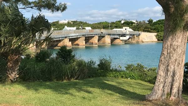 The existing Swing Bridge, Bermuda (image: Knight Architects)