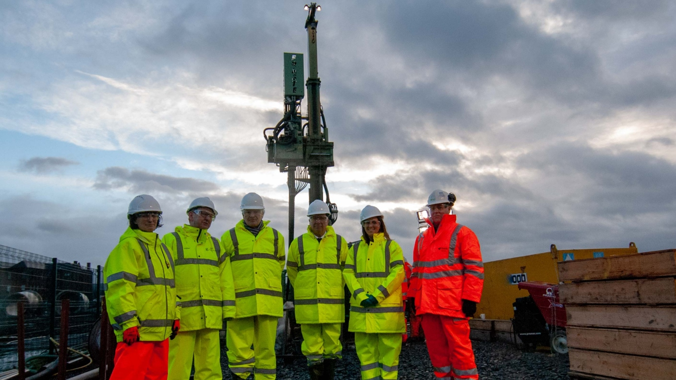 Left to right: Vanessa Starcher, drilling site engineer at BGS. Ian Manson, chief executive of Clyde Gateway. Lord Henley, parliamentary under Secretary of State at BEIS. John Ludden, CEO of BGS. Cllr Anna Richardson, Glasgow City Council. Hamish Campbell, drilling site engineer for BAM Ritchies