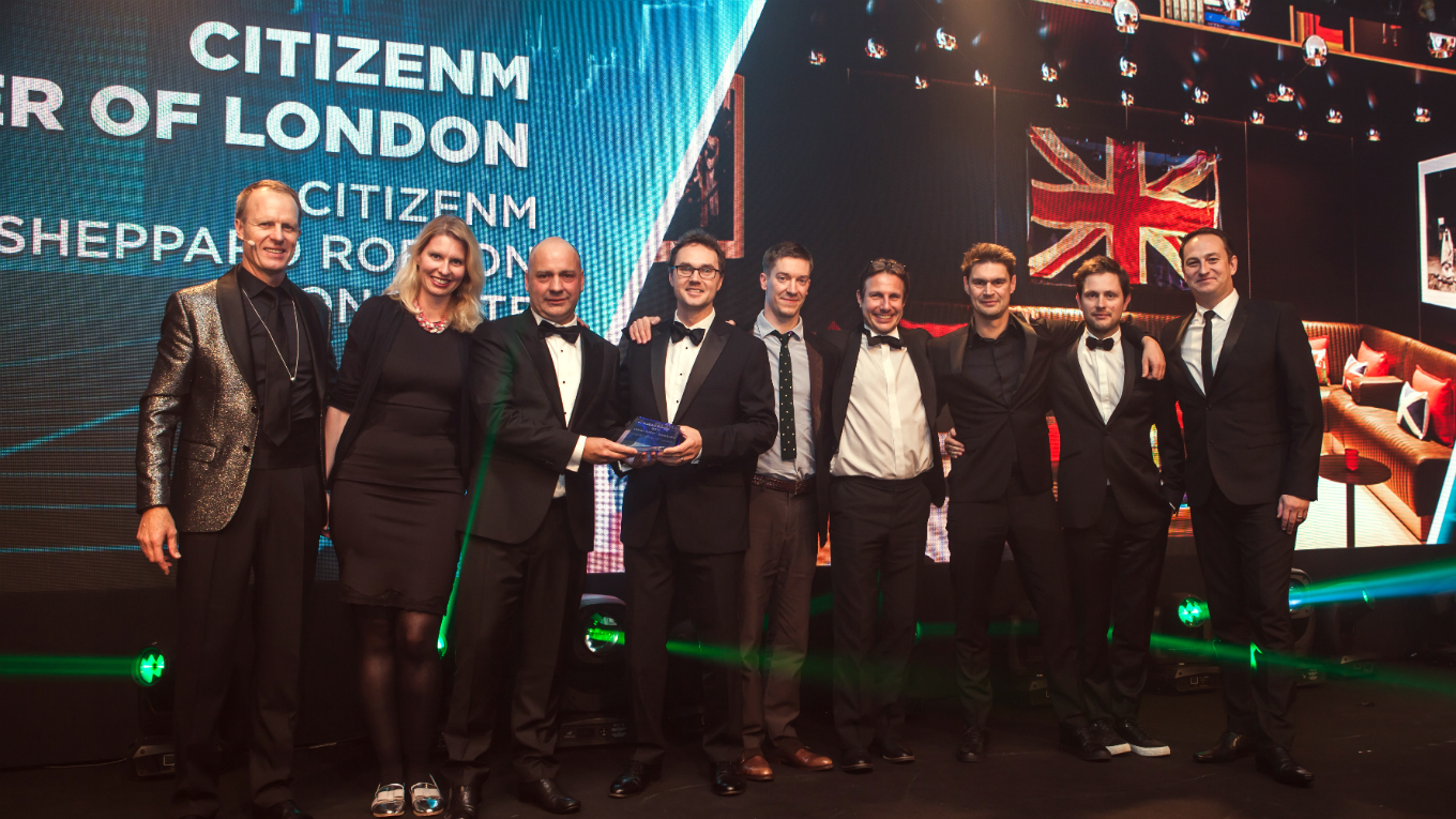 citizenM-team-collect-award