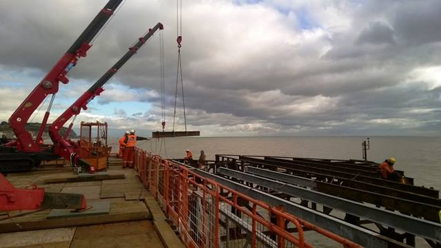 Ramboll. Installing steework at the head of the pier 2015