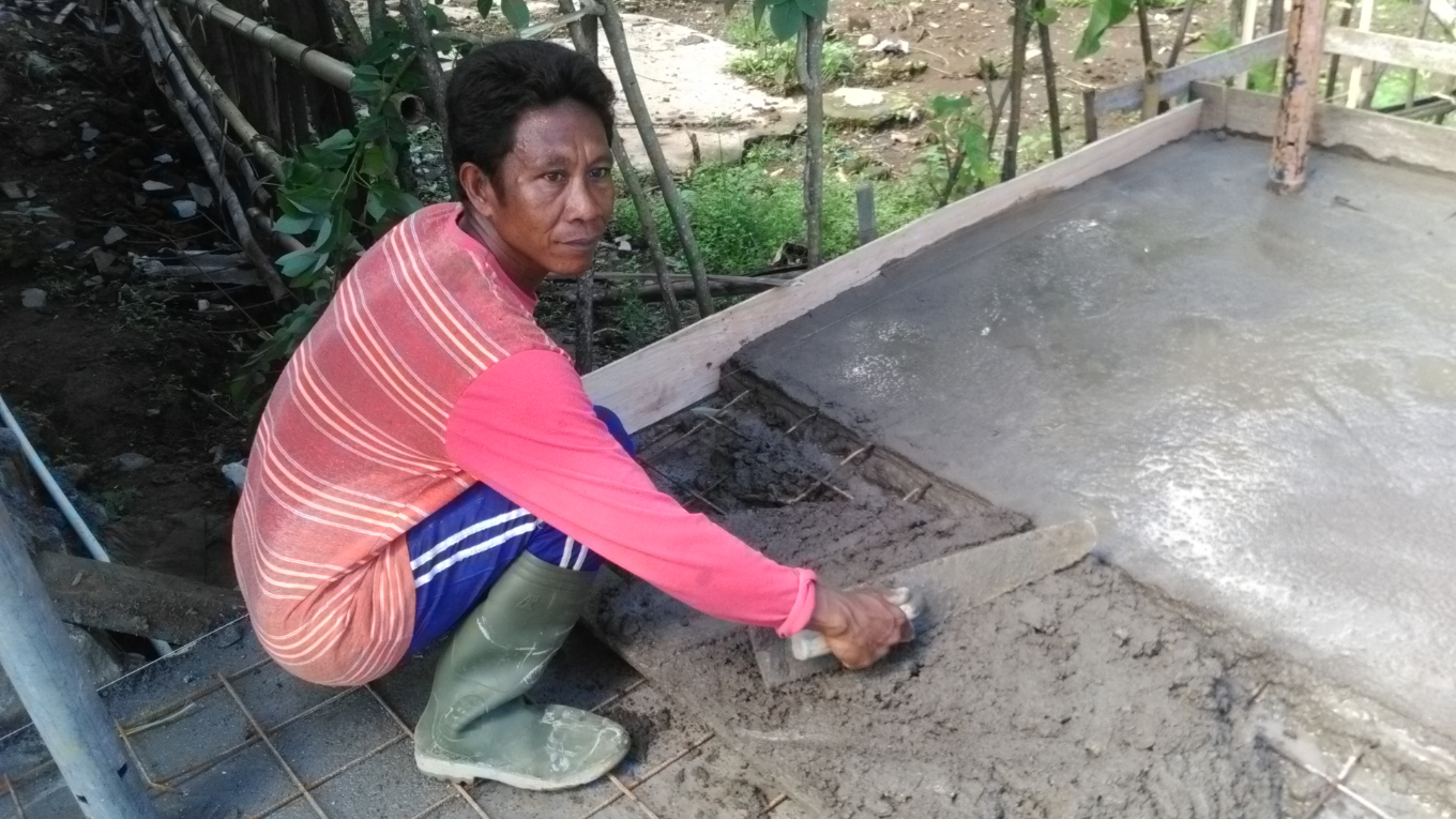 Laying concrete foundations for bamboo house in Salut, Lombok