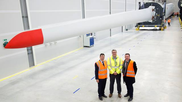 Ramboll. First blade produced at Siemens Green Port Hull factory. Image courtesy of Siemens.