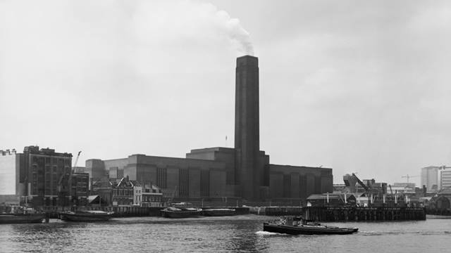 Fox Photos/Hulton Archive/Getty Image. Bankside Power Station in 1968.