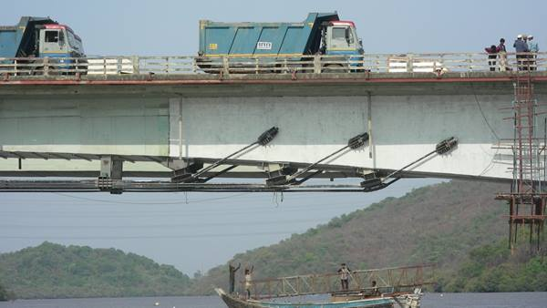 Versova Creek Bridge. Strengthening and load testing. Image: Ramboll
