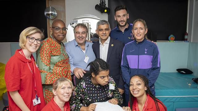 Sadiq Khan, and Tottenham Hotspur captains, Hugo Lloris and Jenna Schillaci, tour The Ark and meet some of the families who will benefit from the new building © GLA - Caroline Teo